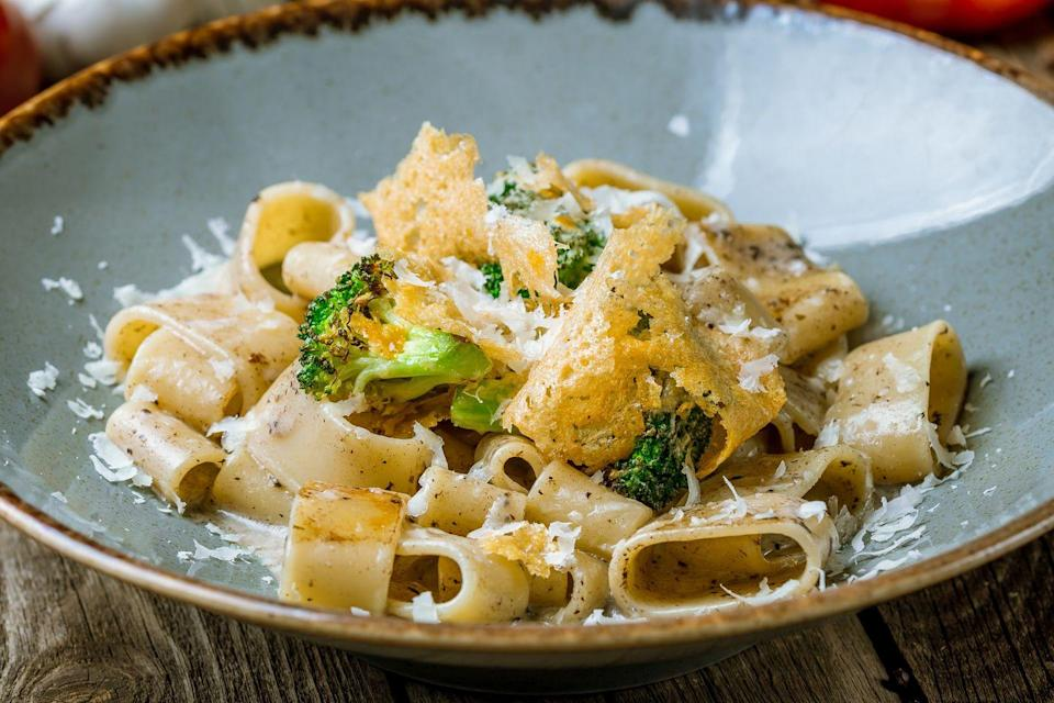 <p>Calamarata goes well with most sauces, but ones with cheese always work well.</p>