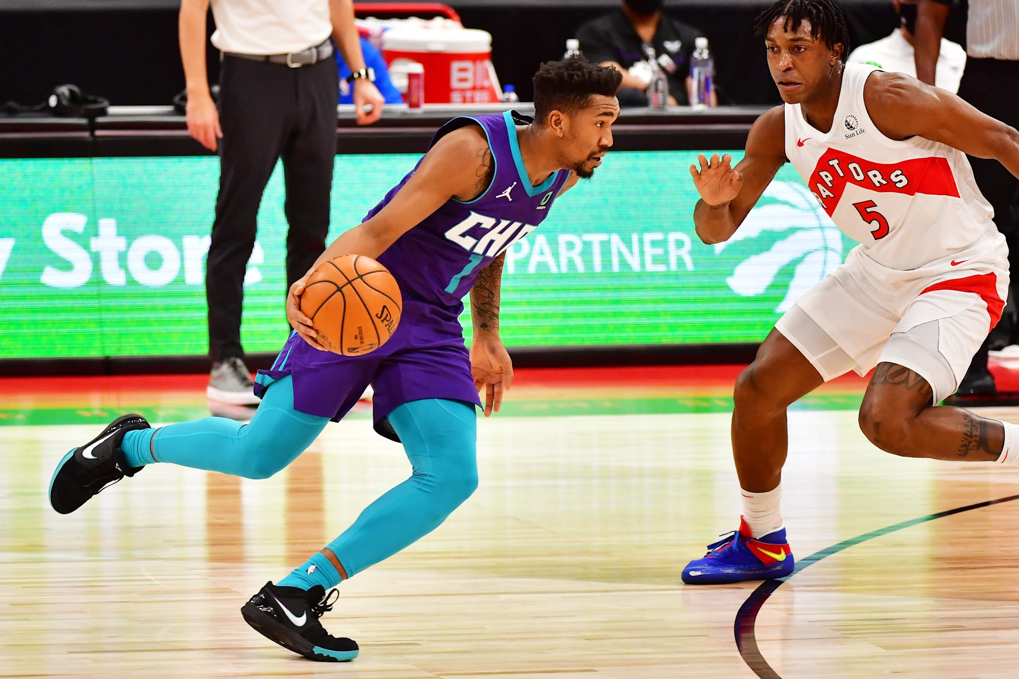 10 things: Stanley Johnson forces back-to-back airballs as Raptors win narrowly vs. Hornets