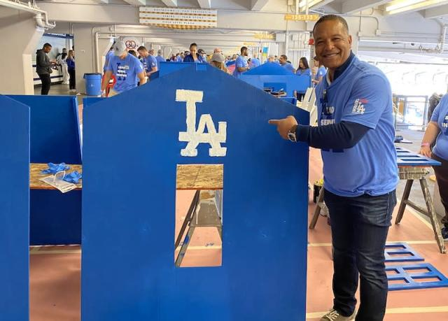 2020 Dodgers Love L.A. Community Tour: Andrew Friedman, Dave Roberts Build With Los Angeles Dodgers Foundation To Benefit Habitat L.A. & Project Sunshine