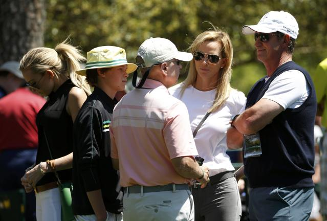 Hockey legend Wayne Gretzky (R), his wife Janet Gretzky (2nd R), daughter Paulina Gretzky (L) and son Tristan Gretzky (2ndL) follow Paulina's fiance, Dustin Johnson (not shown), as he plays during the first round of the 2014 Masters golf tournament at the Augusta National Golf Club in Augusta, Georgia April 10, 2014. REUTERS/Jim Young (UNITED STATES - Tags: SPORT GOLF SPORT ICE HOCKEY)
