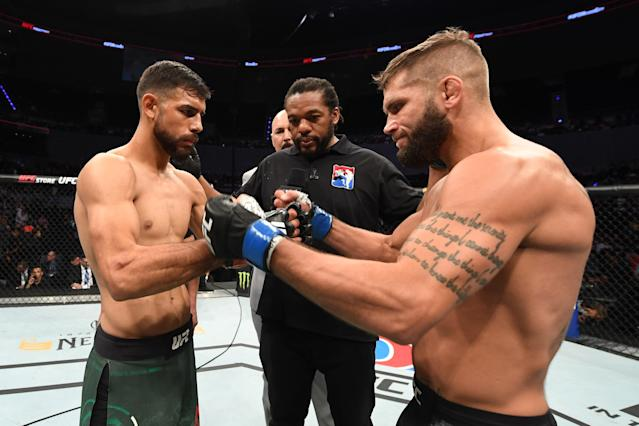 (L-R) Yair Rodriguez and Jeremy Stephens touch gloves prior to their featherweight bout during the UFC Fight Night event on Sept. 21, 2019 in Mexico City. (Getty Images)