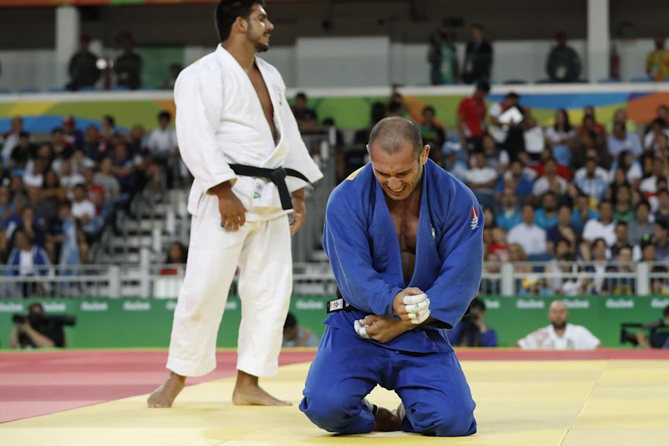 TOPSHOT - Argentina's Emmanuel Lucenti (blue) competes with Lebanon's Nacif Elias during their men's -81kg judo contest match of the Rio 2016 Olympic Games in Rio de Janeiro on August 9, 2016. / AFP / Jack GUEZ        (Photo credit should read JACK GUEZ/AFP via Getty Images)