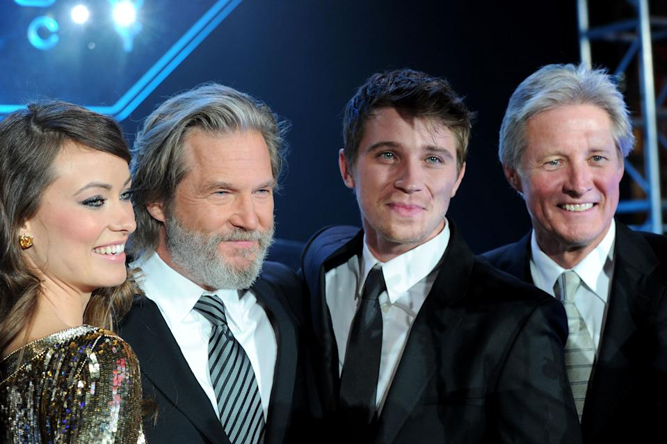 """LOS ANGELES, CA - DECEMBER 11:  (L-R) Actors Olivia Wilde, Jeff Bridges, Garrett Hedlund and Bruce Boxleitner arrive at Walt Disney's """"TRON: Legacy"""" World Premiere held at the El Capitan Theatre on December 11, 2010 in Los Angeles, California.  (Photo by Alberto E. Rodriguez/WireImage)"""