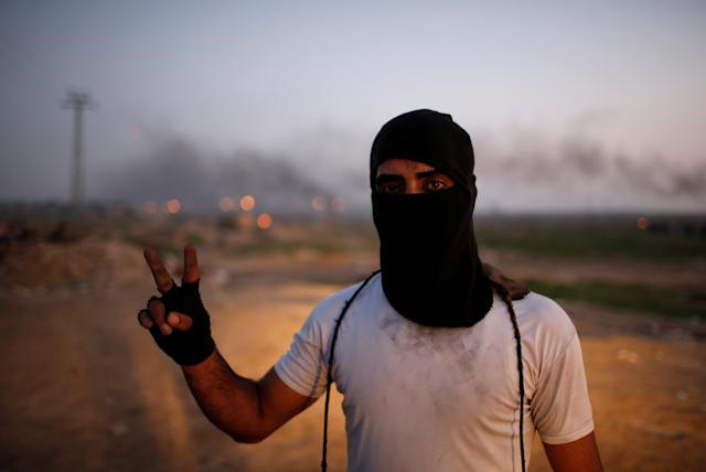 "<p>A Palestinian protester, nicknamed ""the man with the sling shooter"", gestures as he poses for a photograph at the scene of clashes with Israeli troops near the border with Israel, east of Gaza City, Jan. 12, 2018. ""I am not affiliated with factions. I affiliate with Jerusalem. I know one thing, the one who is blockading me in Gaza, the one who prevented me from going to pursue my dream outside Gaza is standing behind that fence, the Israeli occupation soldiers,"" he said. (Photo: Mohammed Salem/Reuters) </p>"