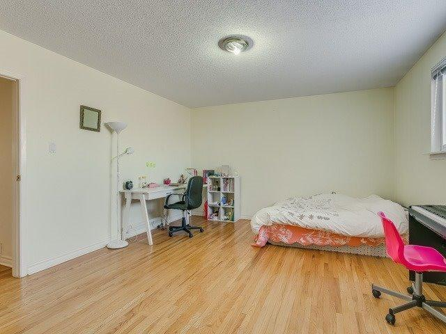 """<p><a href=""""https://www.zoocasa.com/toronto-on-real-estate/5057720-20-fontainbleau-dr-toronto-on-m2m1n9-c4031675"""" rel=""""nofollow noopener"""" target=""""_blank"""" data-ylk=""""slk:20 Fontainbleau Dr., Toronto, Ont."""" class=""""link rapid-noclick-resp"""">20 Fontainbleau Dr., Toronto, Ont.</a><br> There are four bedrooms upstairs in the home, and two in the basement.<br> (Photo: Zoocasa) </p>"""