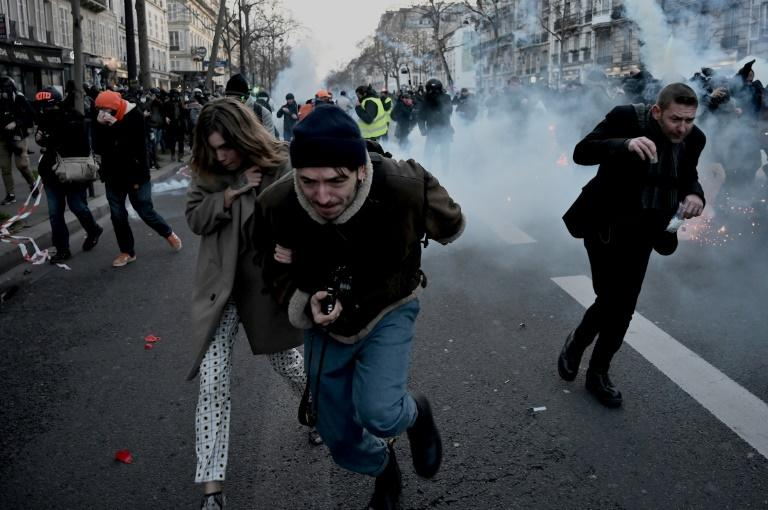 """Several stores were ransacked as marchers brandished union flags and chanted defiantly: """"We are still here!"""" and """"Macron resign"""". (AFP Photo/LIONEL BONAVENTURE)"""