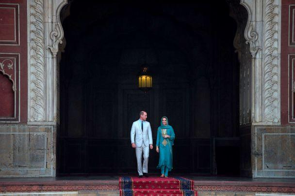 PHOTO: Prince William, Duke of Cambridge and his wife Britain's Catherine, Duchess of Cambridge visit the historical Badshahi mosque in Lahore, Oct. 17, 2019. (Aamir Qureshi/AFP via Getty Images)