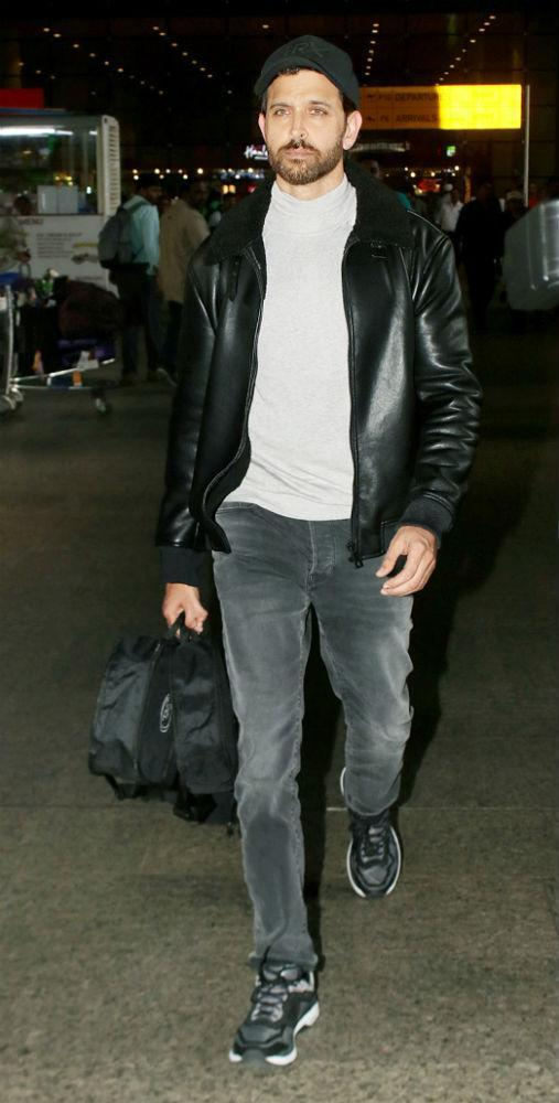 Hrithik gives lessons on how to look dapper in your everyday basics. Spotted at the airport in classic, non-fussy attire, Hrithik wore a grey crew neck t-shirt with black washed out jeans, black leather jacket, black sneakers, black cap and a black duffle bag. Men, this is how you do black.