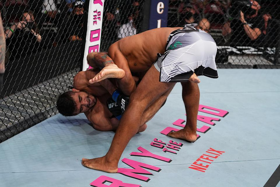 HOUSTON, TEXAS - MAY 15: (L-R) Andre Muniz attempts to submit Ronaldo Souza of Brazil in their middleweight bout during the UFC 262 event at Toyota Center on May 15, 2021 in Houston, Texas. (Photo by Josh Hedges/Zuffa LLC)
