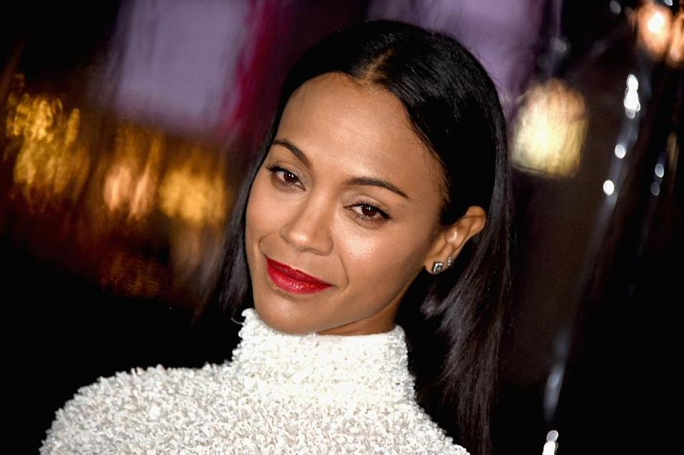 """Actress Zoe Saldana arrives at the premiere Of Warner Bros. Pictures' """"Live By Night"""", at TCL Chinese Theatre in Hollywood, California, on January 9, 2017 (AFP Photo/Frazer Harrison)"""