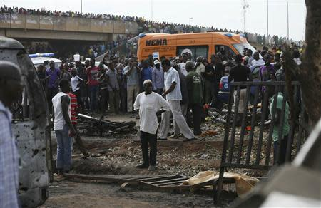 Crowd gather at the scene of a bomb blast at a bus terminal in Nyayan, Abuja April 14, 2014. REUTERS/Afolabi Sotunde