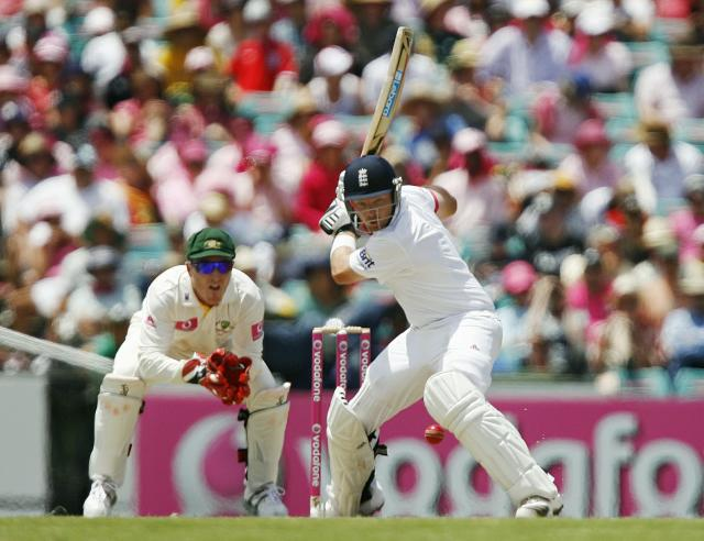 Australian wicketkeeper Brad Haddin (L) watches as England batsman Ian Bell prepares to strike the ball during the third day of the fifth Ashes cricket Test at the Sydney Cricket Ground (SCG) in Sydney on January 5, 2011. England were 380-5 after lunch topping Australia's first innings total of 280. IMAGE STRICTLY RESTRICTED TO EDITORIAL USE - STRICTLY NO COMMERCIAL USE AFP PHOTO / Krystle WRIGHT (Photo credit should read KRYSTLE WRIGHT/AFP/Getty Images)