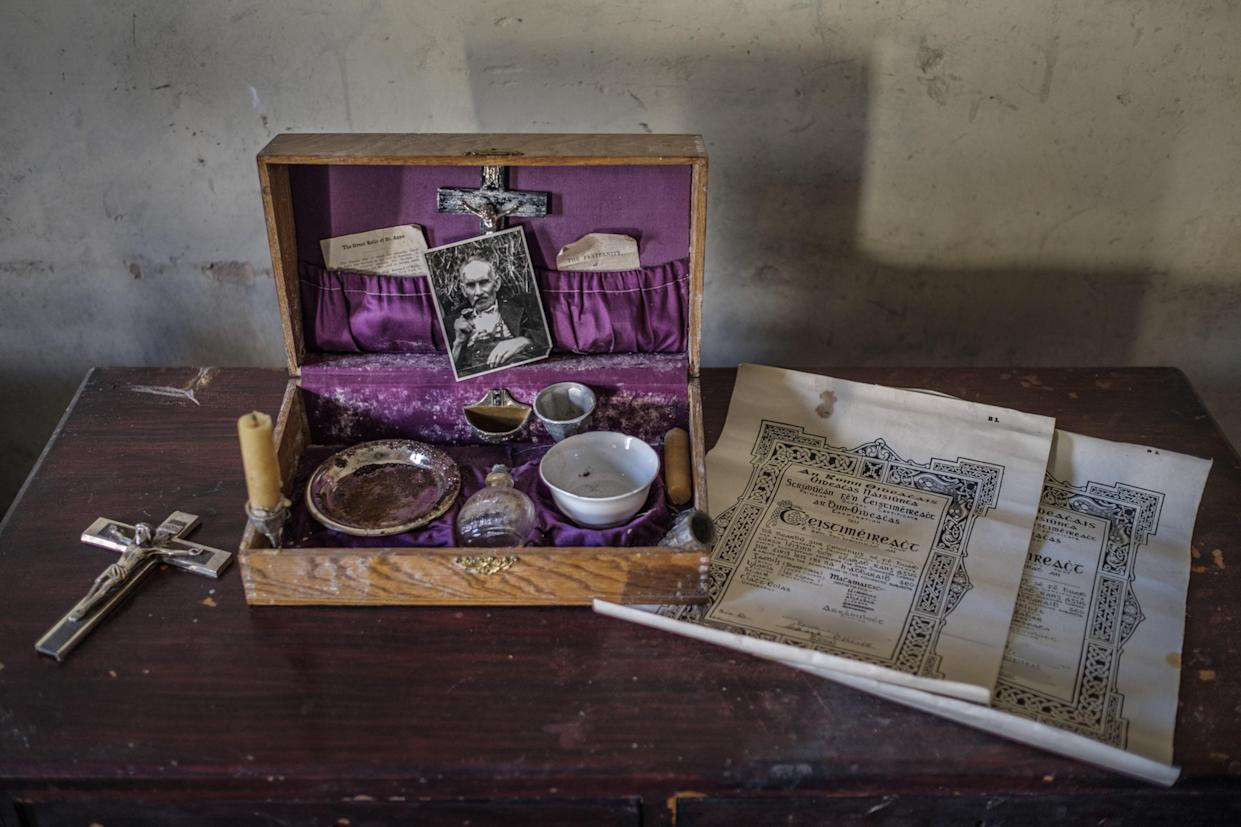 Relgious objects left inside an abandoned home in Northern Ireland, March 12, 2018. (Photo: Unseen Decay/Mercury Press/Caters News)