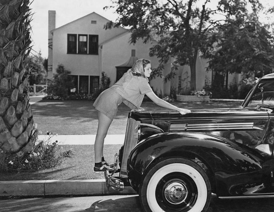"""<p>This promotional shot shows Judy polishing her Packard Six during a break from filming <u><a href=""""https://www.amazon.com/Wizard-Oz-Judy-Garland/dp/B0091XHTHE/ref=sr_1_3?keywords=the+wizard+of+oz&qid=1562444521&s=gateway&sr=8-3&tag=syn-yahoo-20&ascsubtag=%5Bartid%7C10050.g.28612488%5Bsrc%7Cyahoo-us"""" rel=""""nofollow noopener"""" target=""""_blank"""" data-ylk=""""slk:The Wizard of Oz"""" class=""""link rapid-noclick-resp""""><em>The Wizard of Oz</em></a></u>, the movie that would catapult her to fame and win her worldwide acclaim. </p>"""