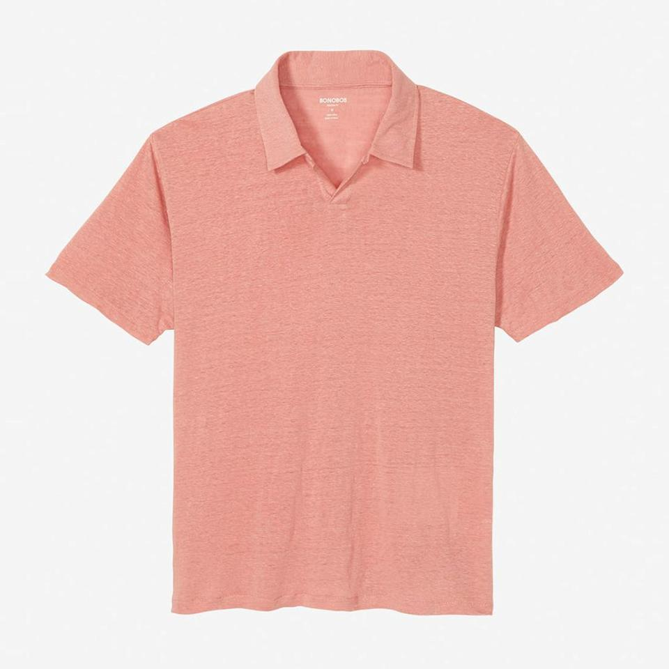 """<p><strong></strong></p><p>bonobos.com</p><p><strong>$78.00</strong></p><p><a href=""""https://go.redirectingat.com?id=74968X1596630&url=https%3A%2F%2Fbonobos.com%2Fproducts%2Fretro-linen-polo%3Fcolor%3Dmisty%2Brose%26shirt-size%3Dm%26shirt-fit%3Dmodern&sref=http%3A%2F%2Fwww.menshealth.com%2Fstyle%2Fg19519678%2Fbest-polos-for-bar-or-beach%2F"""" target=""""_blank"""">BUY IT HERE</a></p><p>When it comes to choosing the perfect polo to conquer the summer heat, a lightweight linen option is as good as it gets for optimum breathability with a relaxed-yet-sophisticated vibe. </p>"""
