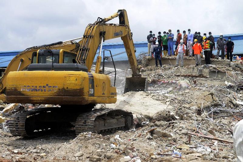 A digger excavates rubble of the collapsed building in search of missing people at the Synagogue Church of All Nations in Lagos on September 17, 2014 (AFP Photo/Pius Utomi Ekpei)