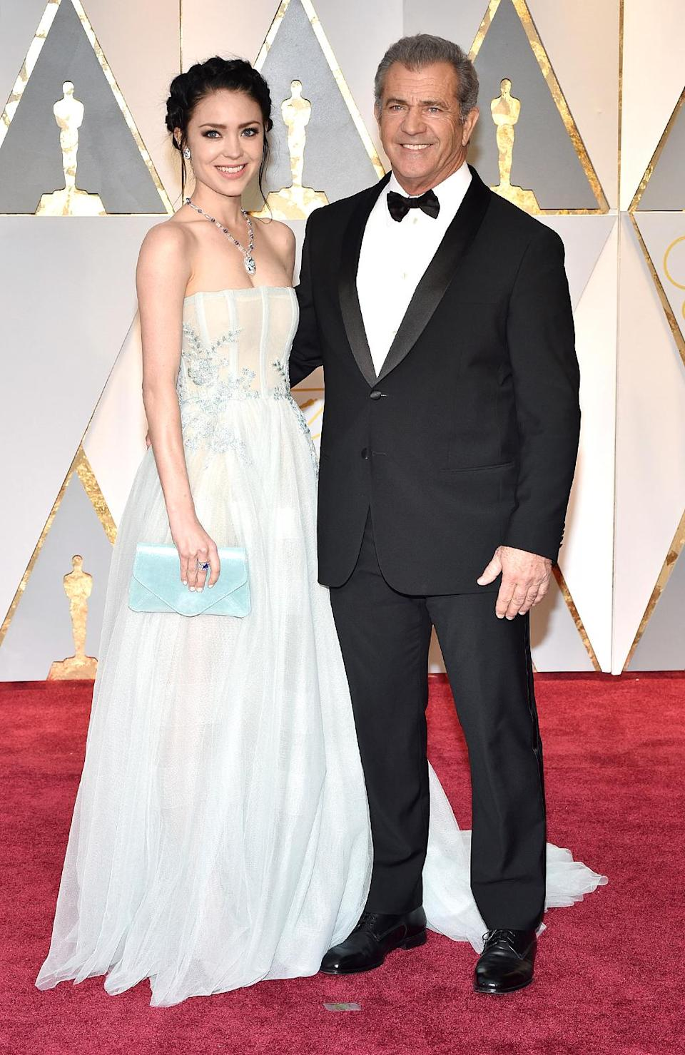 <p>Rosalind Ross and Mel Gibson attend the 89th Annual Academy Awards. (Photo: Kevin Mazur/Getty Images) </p>