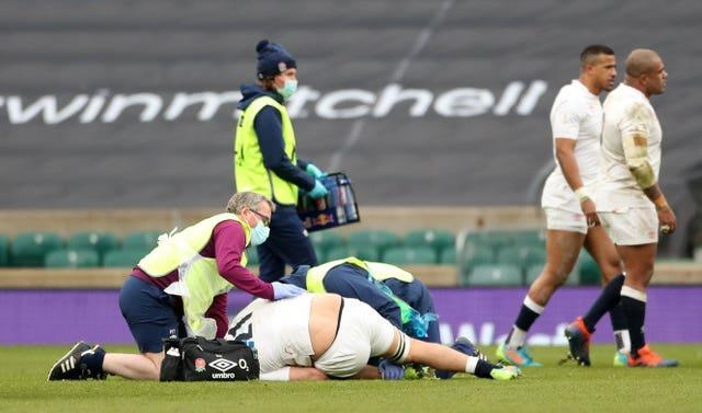 England's Jack Willis treated for a knee injury which left him writhing in agony