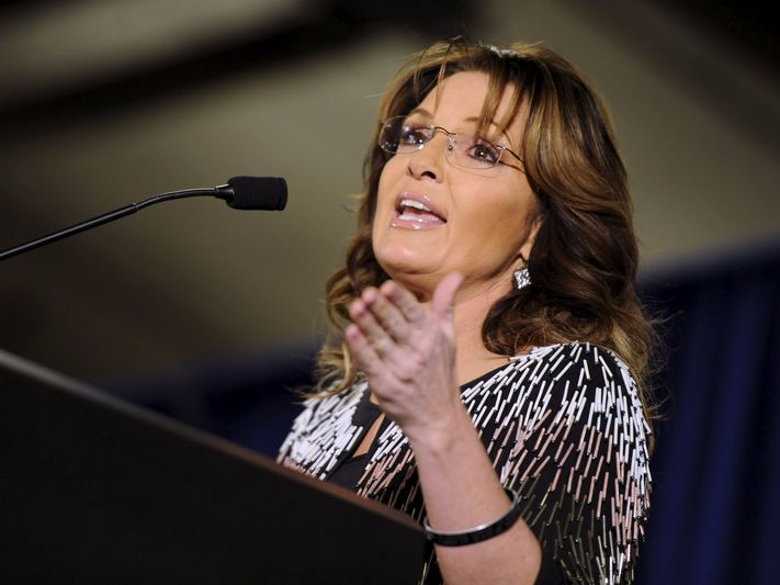 Former Alaska Gov. Sarah Palin speaks at a rally endorsing U.S. Republican presidential candidate Donald Trump for President at Iowa State University in Ames, Iowa January 19, 2016. REUTERS/Mark Kauzlarich