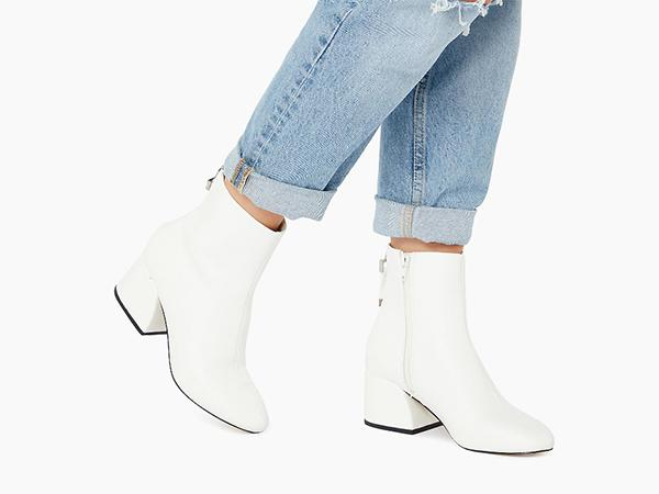 white-boots-dune