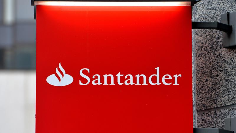 Delays and outages at Santander and Revolut banks ahead of holiday weekend