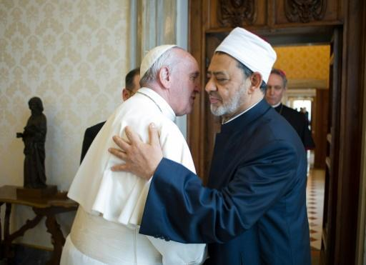 Pope to boost Muslim ties on security-tight Egypt trip