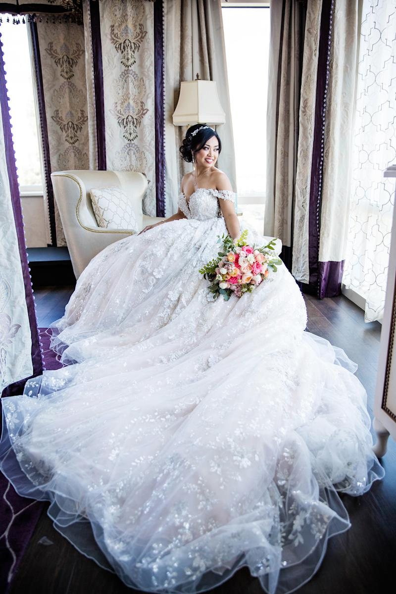 """The bride wore a<a href=""""https://ec.yimg.com/ec?url=http%3a%2f%2fwww.ysamakino.com%2f%26quot%3b&t=1531795267&sig=oYuGasNEz3ufp60iAh88ag--~D target=""""_blank"""">Ysa Makino</a>gown on her wedding day. (White Rabbit Photo Boutique)"""