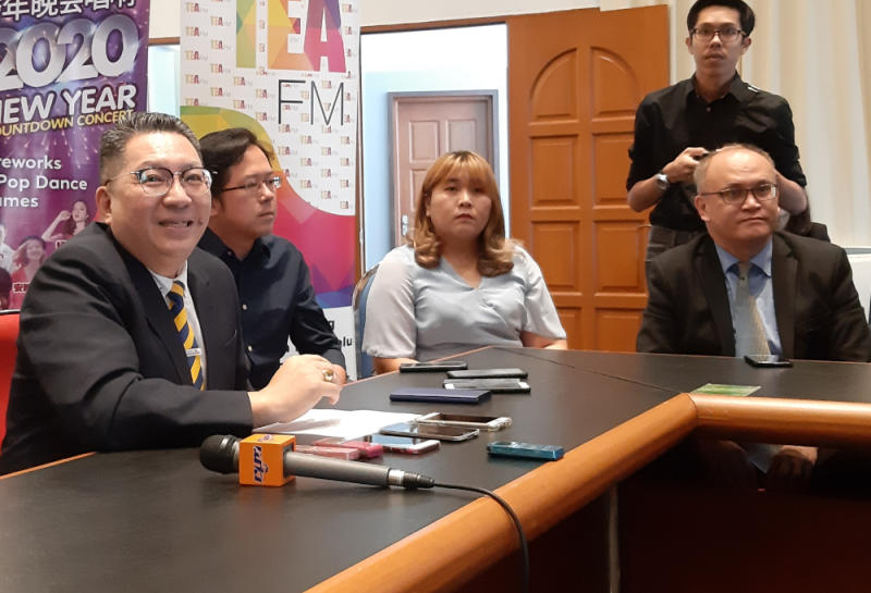 Kuching South City Mayor Datuk Wee Hong Seng (left) said he has asked his officers to identify sites for the creation of no-smoking zones, December 30, 2019. — Picture by Sulok Tawie