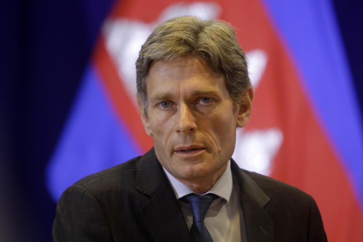 Assistant Secretary of State Tom Malinowski at a press conference in Phnom Penh, Cambodia, in 2016. (Photo: Heng Sinith/AP)