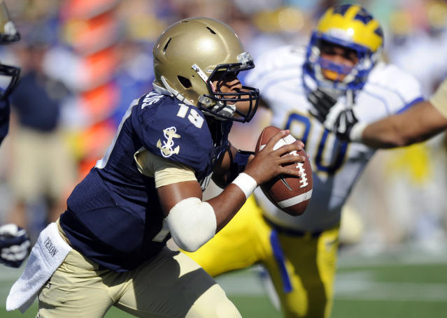 Navy quarterback Keenan Reynolds (19) scrambles with the ball against Delaware during the first half of an NCAA college football game, Saturday, Sept. 14, 2013, in Annapolis, Md. (AP Photo/Nick Wass)