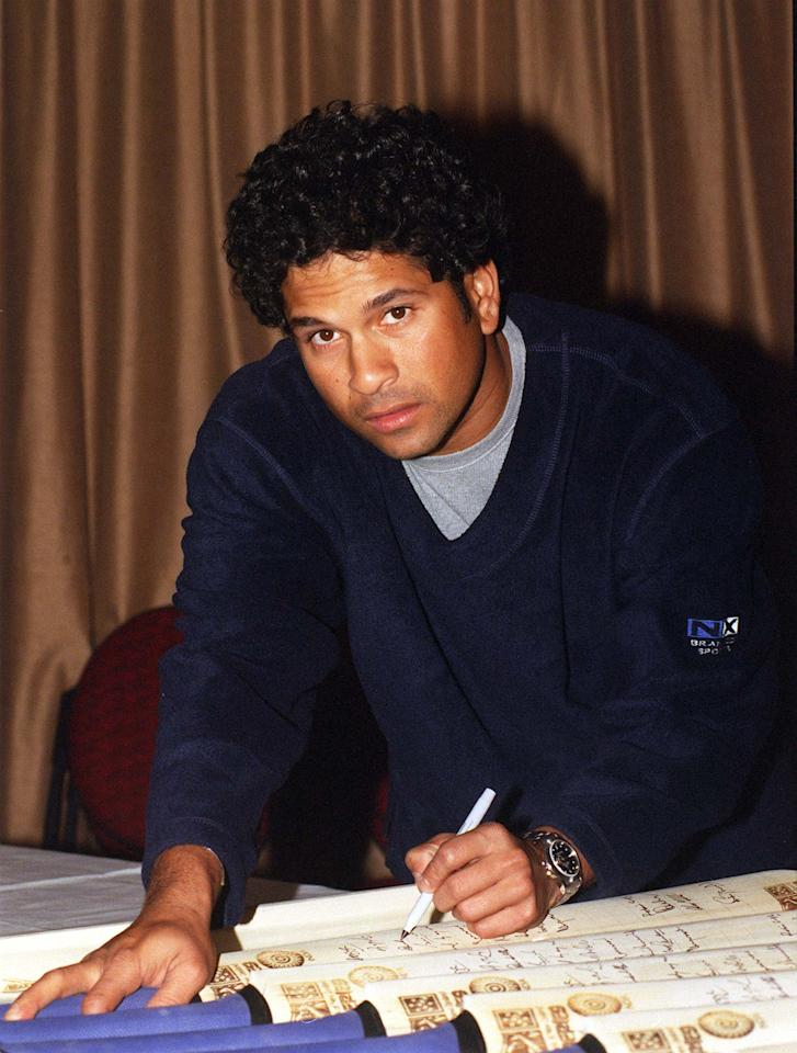 AUCKLAND, NEW ZEALAND - DECEMBER 04:  Indian cricket's batting star Sachin Tendulkar signs cricket bats at the Centra Airport Hotel after the Indian Cricket team arrived in Auckland to kicj off their tour.  (Photo by David Hallett/Getty Images)