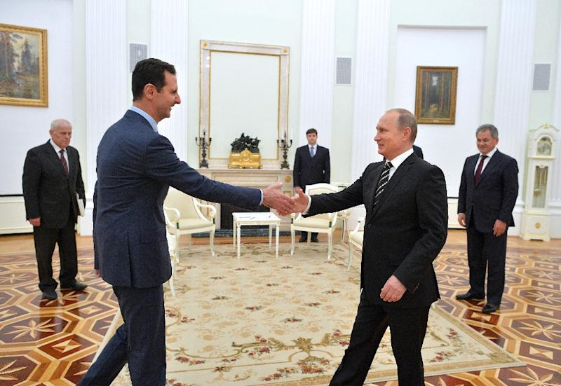 Russian President Vladimir Putin (R) greets his Syrian counterpart Bashar al-Assad during a meeting at the Kremlin in Moscow on October 20, 2015 (AFP Photo/Alexey Druzhinin)