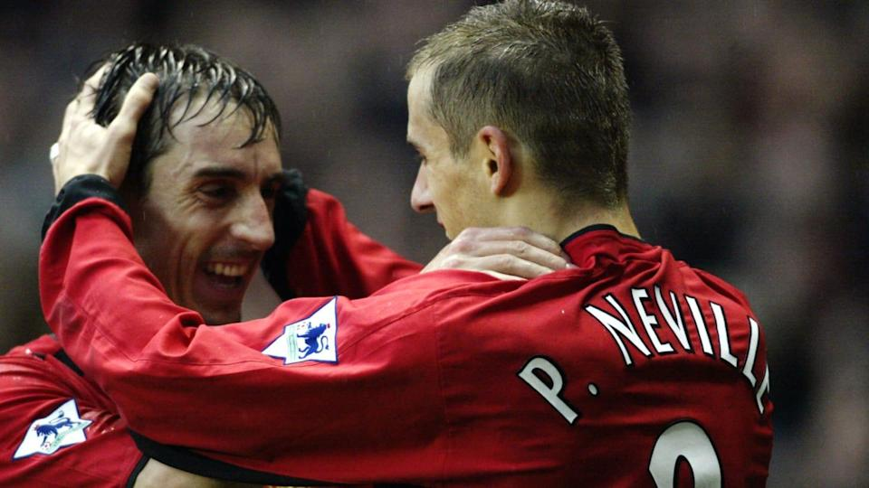 Phil e Gary Neville no Manchester United. | Michael Steele/Getty Images