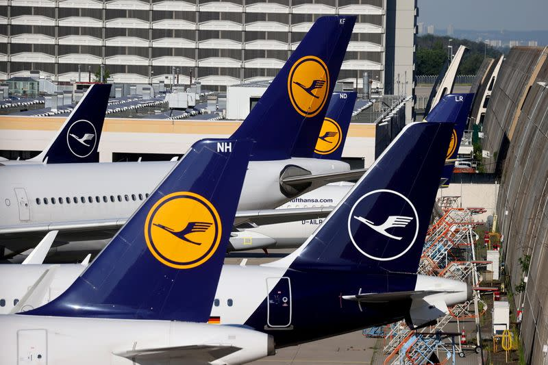 Lufthansa Launches Offering For 525 Million Euros In Convertible Bonds