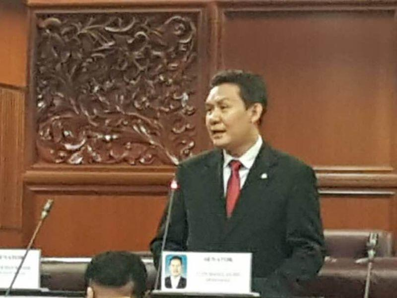 Senator Bob Manolan Mohd Manolan has released a statement saying he was misquoted, adding that he meant the chiefs should not be tied with Umno while being paid their salaries by the PH government as this would be a conflict of interest. — Picture via Facebook/Bob Manolan Mohamad