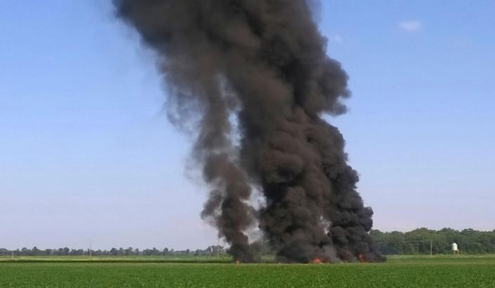 <p>Smoke and flames rise into the air after a military transport airplane crashed in a field near Itta Bena, Miss., on the western edge of Leflore County, Monday, July 10, 2017. (Photo: Jimmy Taylor via AP) </p>