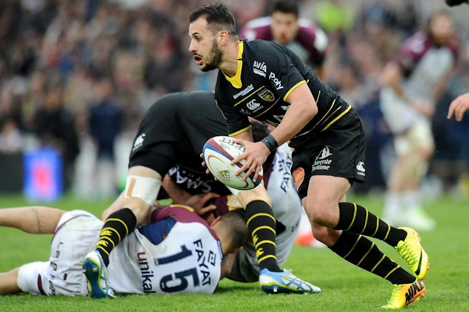 La Rochelle's scrum-half Julien Audy (R) runs with the ball during their French Top 14 rugby union match against Bordeaux-Begles, at the Chaban-Delmas stadium in Bordeaux, south-western France, on March 28, 2015 (AFP Photo/Nicolas Tucat)