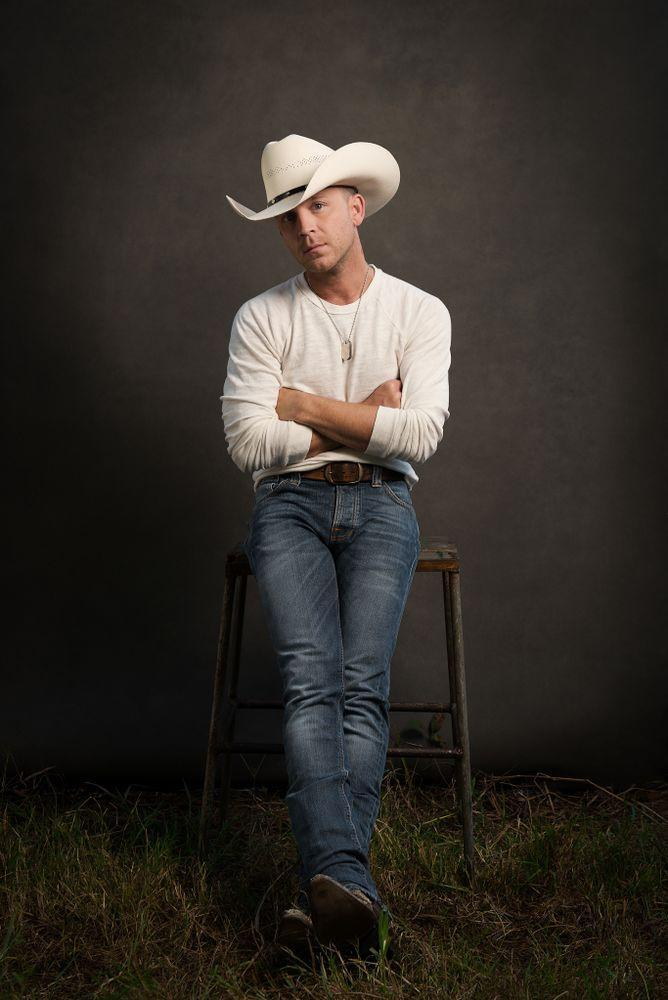 PEOPLE can exclusively reveal country star Justin Moore's newest music video