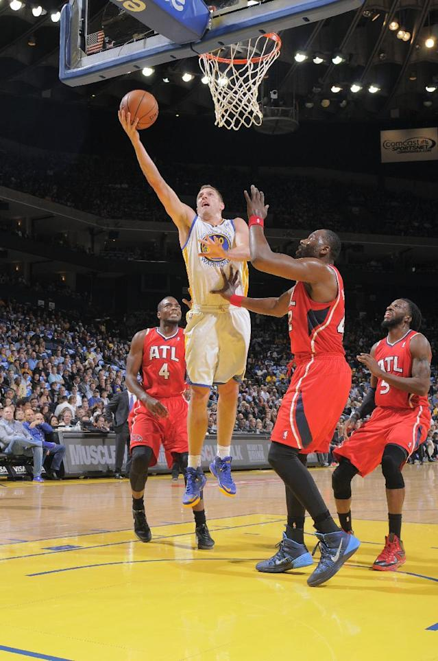 OAKLAND, CA - MARCH 7: David Lee #10 of the Golden State Warriors shoots against the Atlanta Hawks on March 7, 2014 at Oracle Arena in Oakland, California. (Photo by Rocky Widner/NBAE via Getty Images)