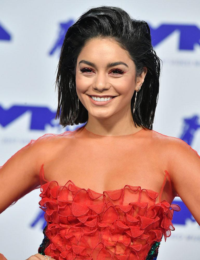 Here S How To Copy Vanessa Hudgens S Glittery Red Eye Makeup At The Vmas
