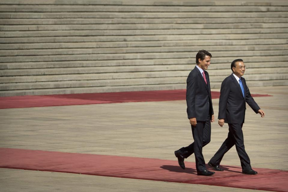 Prime Minister Justin Trudeau and China's Premier Li Keqiang walk together during a welcome ceremony in Beijing, China, on Aug. 31, 2016. (The Associated Press/Mark Schiefelbein)