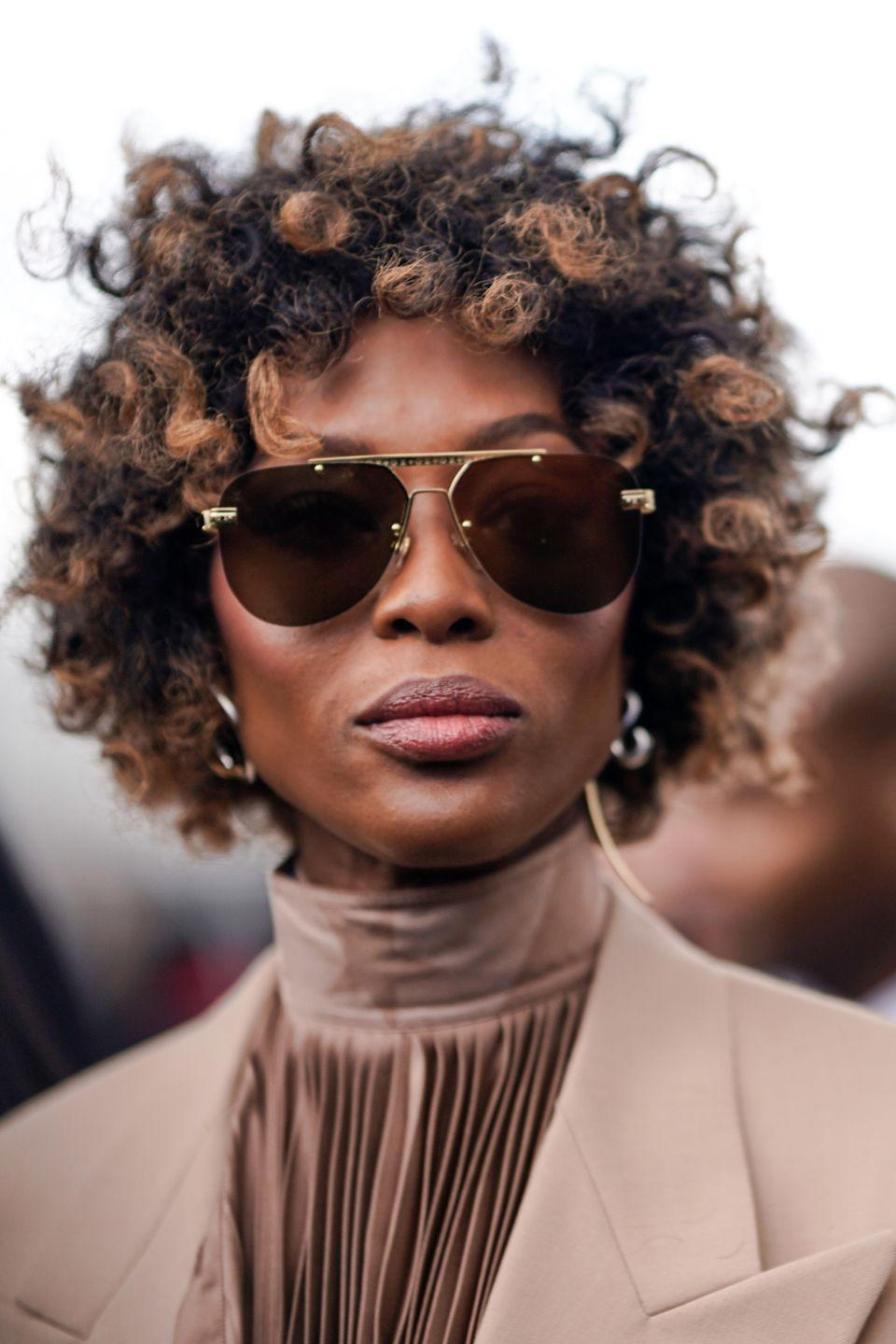 <p>The queen of the runway, Naomi Campbell, swapped her signature poker straight hair for some seriously stunning caramel curls. The supermodel debuted her curly new look at Paris Men's Fashion Week where she attended the AW19 show.</p>