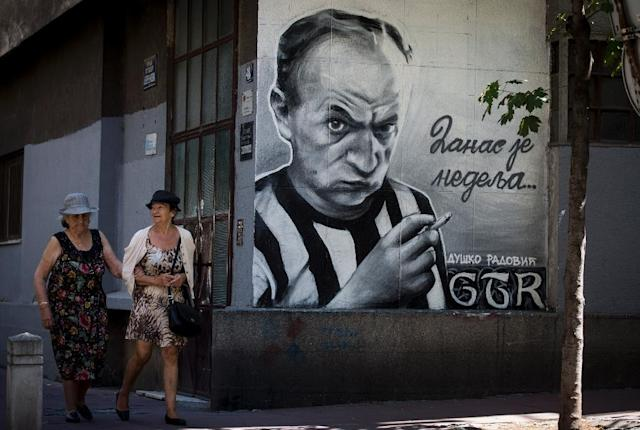 Graffiti artists from the Grobarski Trash Romantizam (GTR) group depict famous Serbian poet and Partizan soccer club fan Dusko Radovic on a Blegrade wall. (AFP Photo/OLIVER BUNIC)