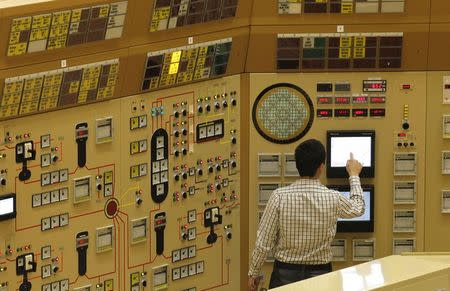 An employee checks a screen in a simulation of a control room at a Belgian nuclear power station in Tihange in this March 16, 2011 file photo. REUTERS/Yves Herman/Files