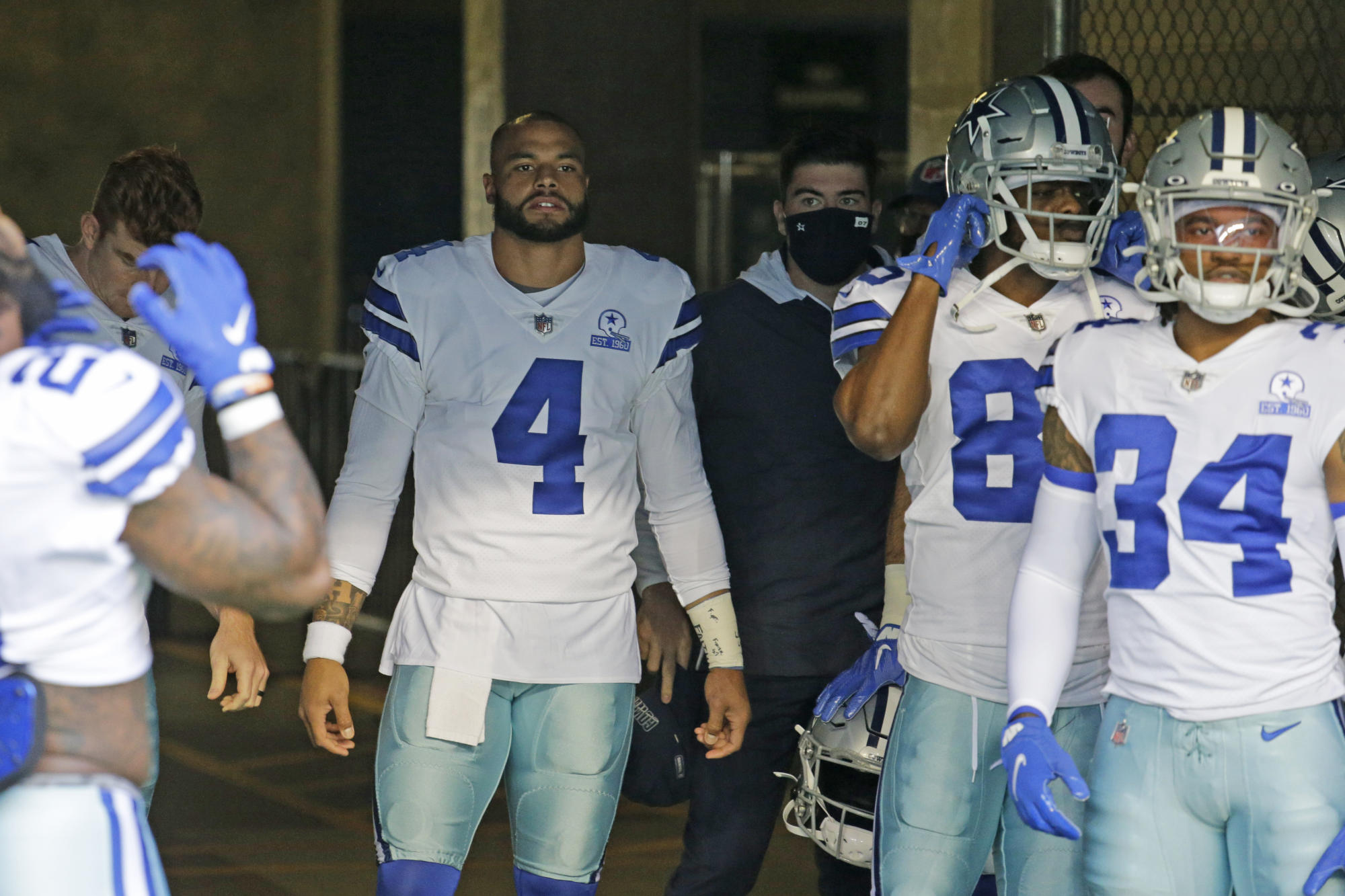 Inside all NFL quarterback upheaval, a Dak Prescott and Cowboys breaking point also looms - Yahoo Sports