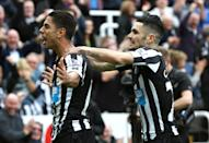 Newcastle United's Ayoze Perez (L) celebrates scoring the winning goal with teammate Remy Cabella during their English Premier League match against Liverpool, at St James' Park in Newcastle-upon-Tyne, northeast England, on November 1, 2014 (AFP Photo/Ian Macnicol, Ian Macnicol)