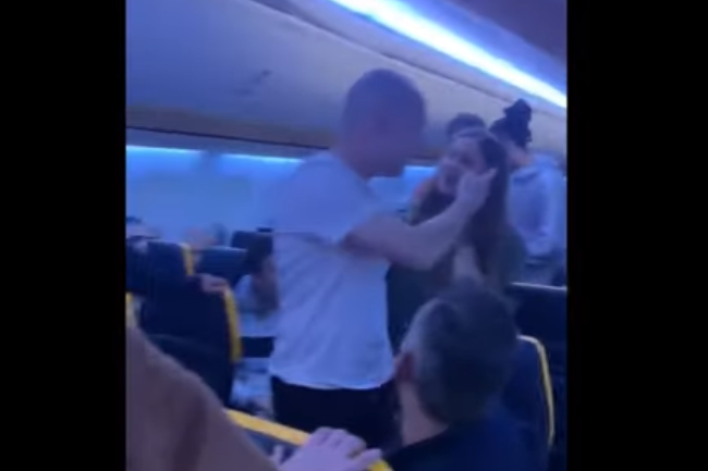 A fight broke out on a Ryanair flight: Twitter/Sakib Ahmed