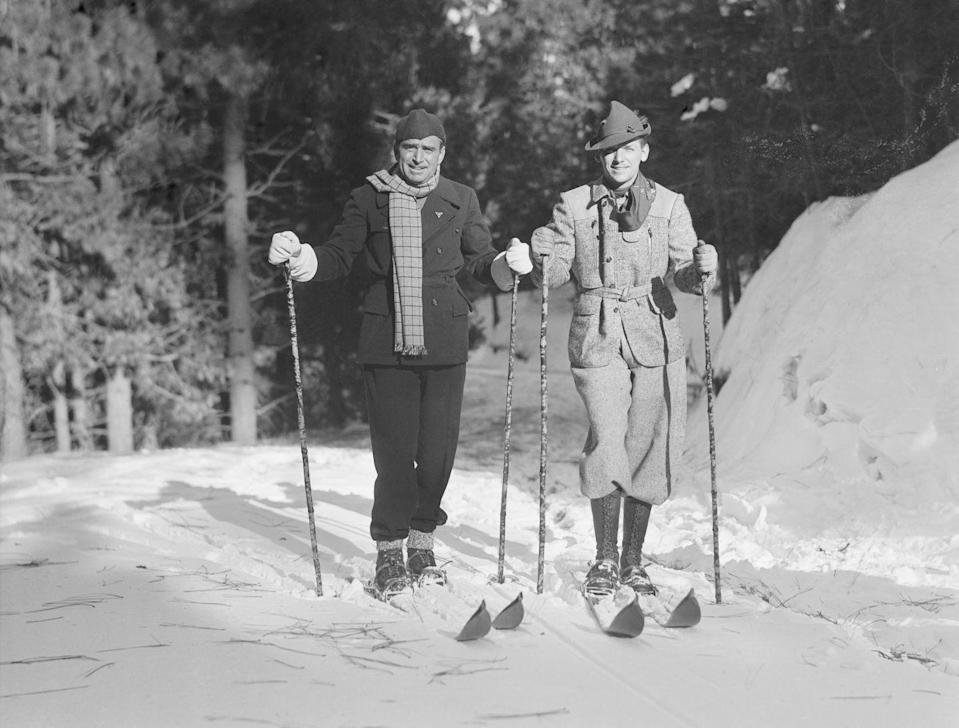 <p>American actor Douglas Fairbanks Jr. is seen here with his father skiing together at Lake Arrowhead over the holiday season.</p>