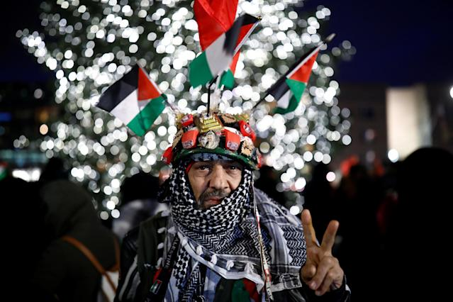 <p>A protester reacts during the demonstration outside the U.S. Embassy against President Donald Trump's decision to recognise Jerusalem as Israel's capital in Berlin, Germany, Dec. 8, 2017. (Photo: Axel Schmidt/Reuters) </p>