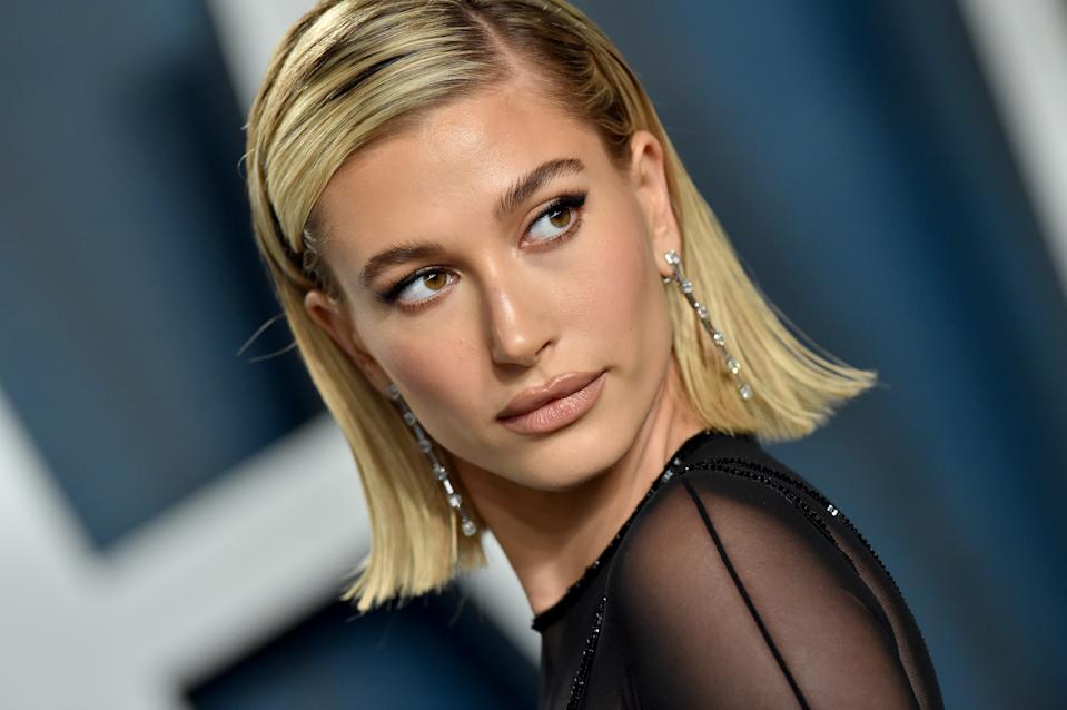 BEVERLY HILLS, CALIFORNIA - FEBRUARY 09: Hailey Bieber attends the 2020 Vanity Fair Oscar Party hosted by Radhika Jones at Wallis Annenberg Center for the Performing Arts on February 09, 2020 in Beverly Hills, California. (Photo by Axelle/Bauer-Griffin/FilmMagic)